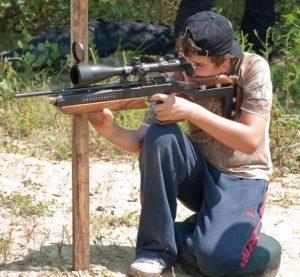 Jonge Field Targetschutter in actie